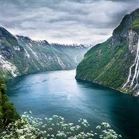 Beautiful Norwegian Landscape iPad Air wallpaper