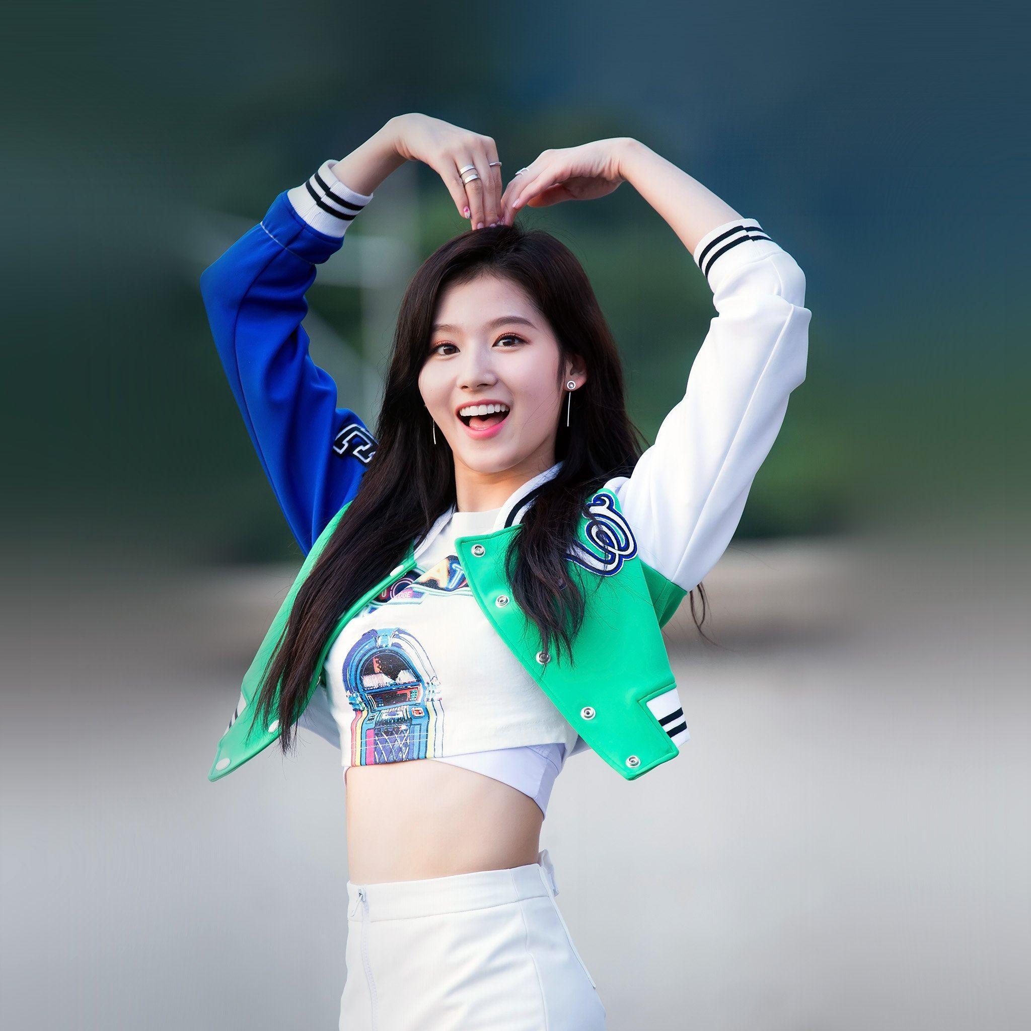 Kpop Sana Heart Love Cute Girl Celebrity iPad Air wallpaper