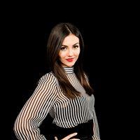 Victoria Justice Actress Celebrity Dark iPad wallpaper
