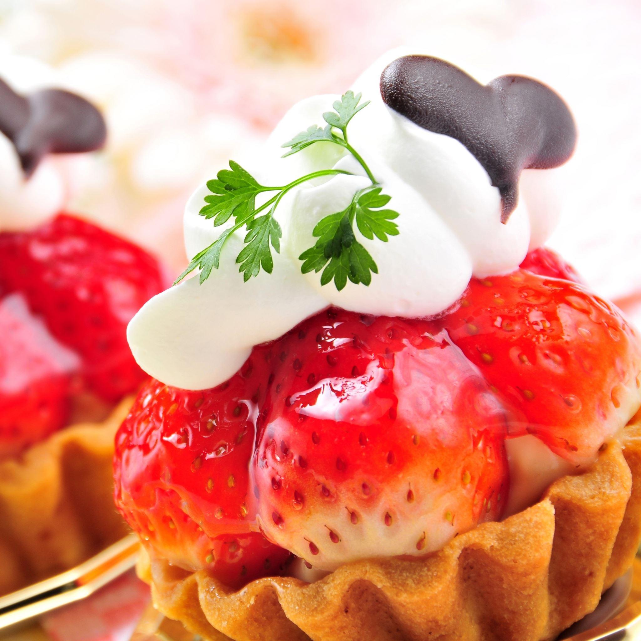 Strawberries Cake Jam iPad Air wallpaper
