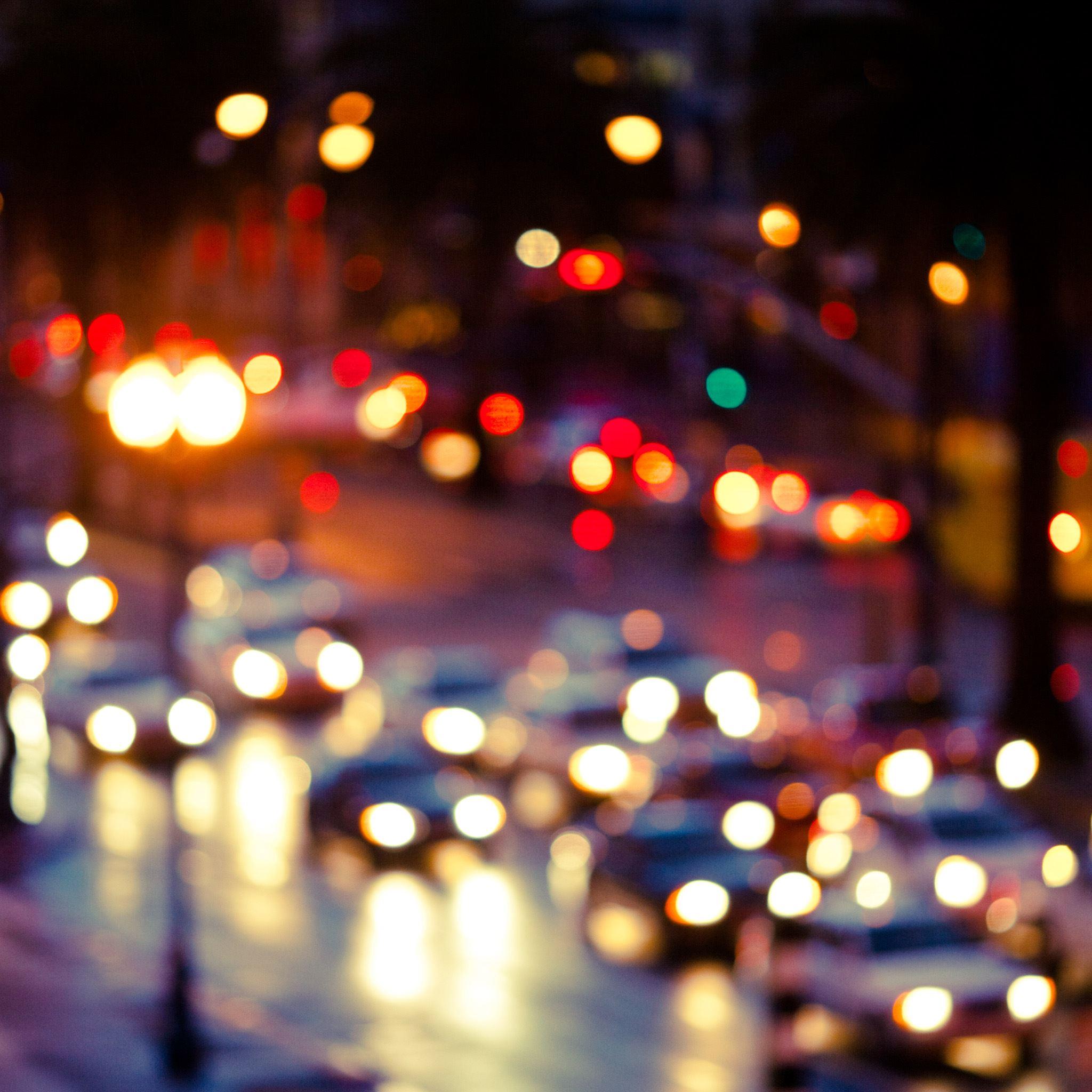 Blurry rainy street iPad Air wallpaper