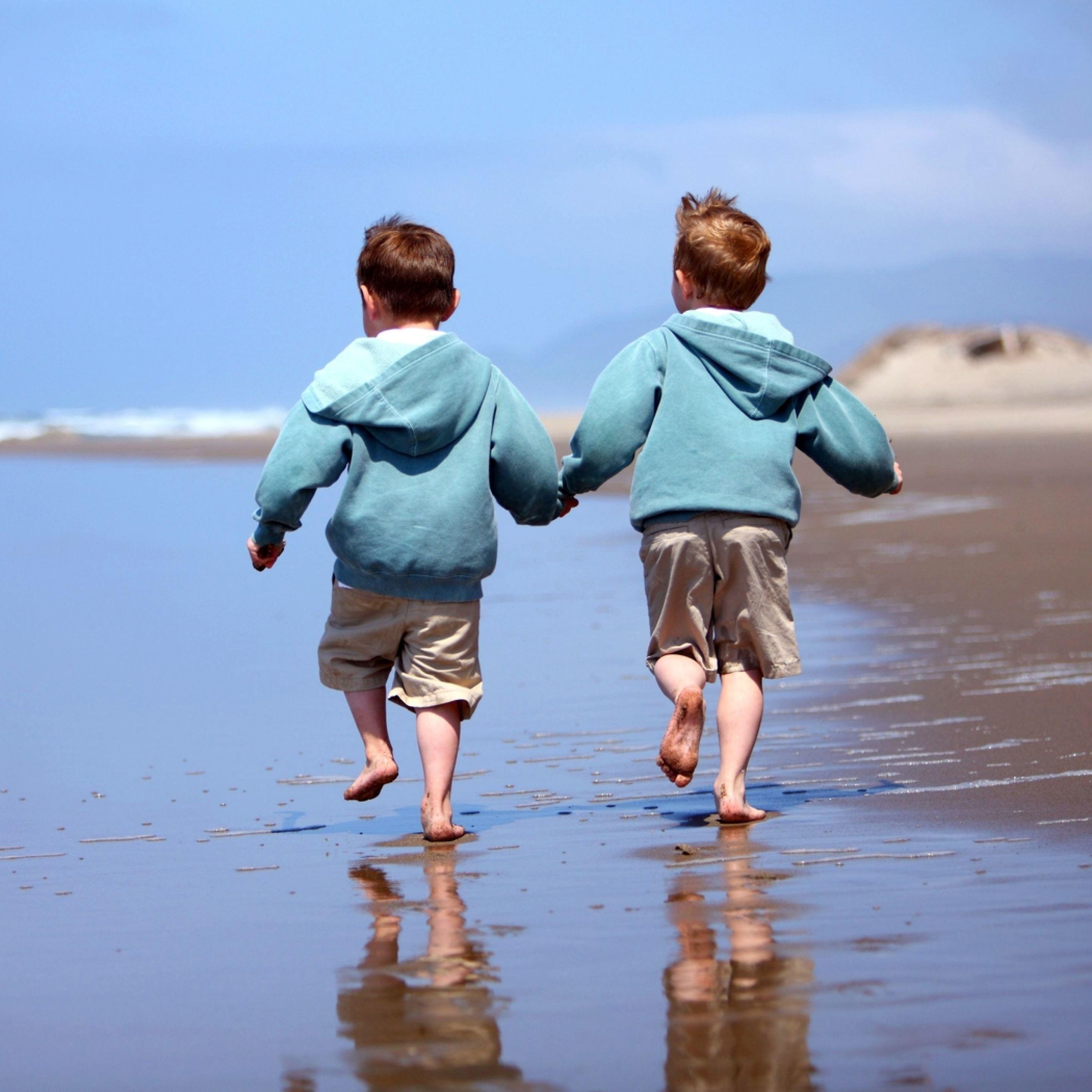 Children beach sand reflection iPad Pro wallpaper
