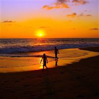 Sea sunset couple walk sand iPad wallpaper