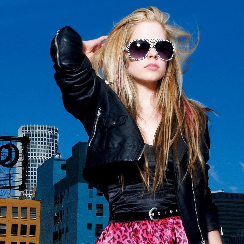 avril lavigne summer look ipad wallpaper download | iphone