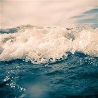 Ocean Waves iPad wallpaper