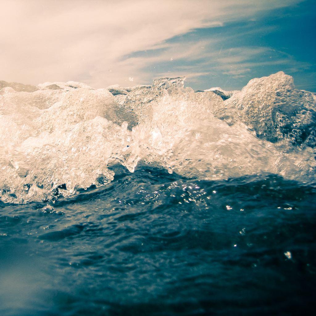 Nature Ocean Surging Wave Bubbles IPad Wallpaper