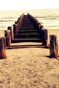 Sandy beach corridor iPhone 4s wallpaper