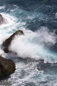 Mountainous waves iPhone 4s wallpaper