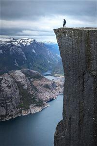 Dangerous Hanging Mountain Cliff Nature Scenery iPhone 4s wallpaper