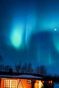 Aurora Canada House Night Winter Mountain Sky iPhone 4s wallpaper
