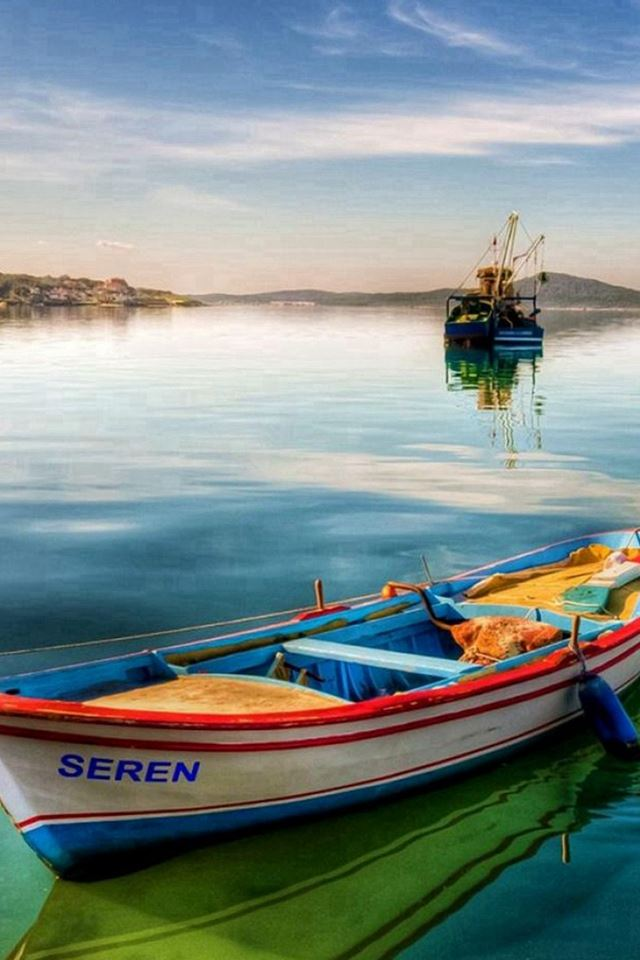 Nature Clear Seren Boat Skyline Scenery iPhone 4s wallpaper