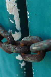 Rusty Chains iPhone 4s wallpaper