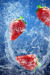 Strawberries In Water iPhone 4s wallpaper