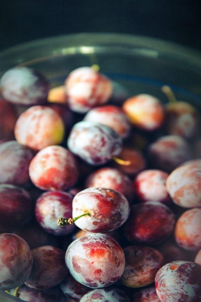 Berry grape food iPhone 4s wallpaper