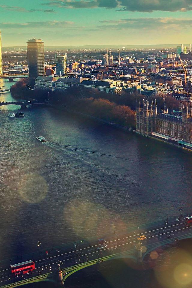 City river iPhone 4s wallpaper