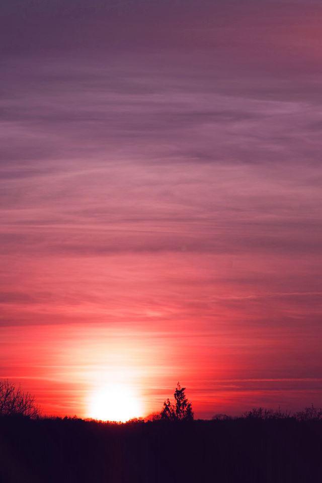 The setting sun iPhone 4s wallpaper