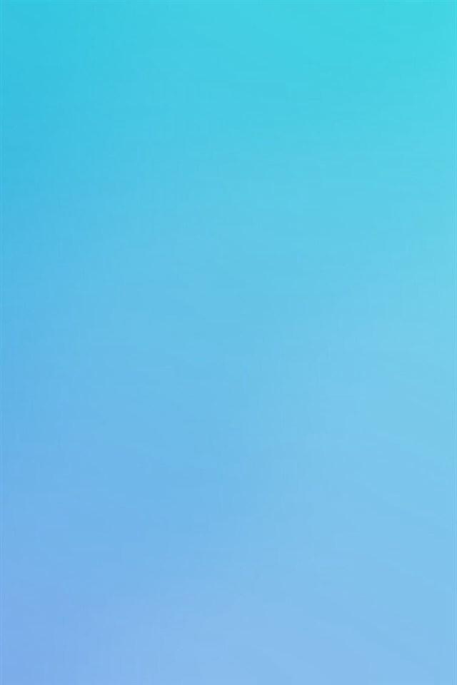Blue sky blur gradation iPhone 4s wallpaper