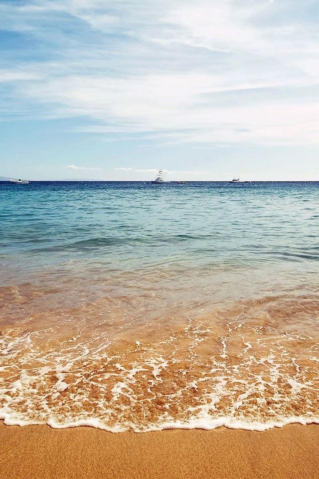 Ocean beaches boat iPhone 4s wallpaper