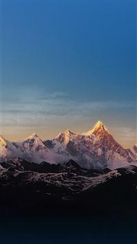 Snow Mountain Peak iPhone 8 wallpaper