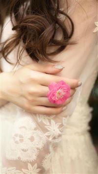 Beauty  White Yarn Pure Elegant Flower Ring iPhone 8 wallpaper