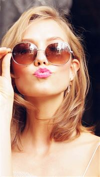 Sunglass Model Karlie Kloss Cute Beauty iPhone 8 wallpaper