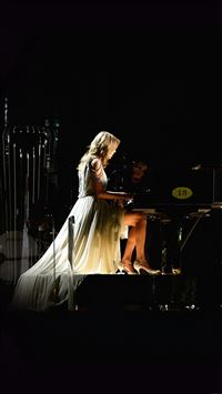 Taylor Swift Piano Concert Woman Music iPhone 8 wallpaper