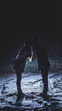 Kiss Love Dark Couple Romantic iPhone 8 wallpaper