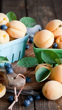 Apricots blueberries dishes fruit iPhone 8 wallpaper