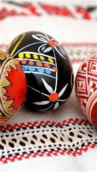 Easter holiday eggs three tablecloth close-up iPhone 8 wallpaper