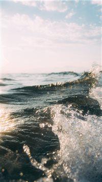 Splashing iPhone 6(s)~8(s) wallpaper