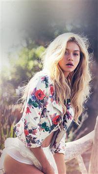 Gigi Hadid Guess Summer Sexy Model iPhone se wallpaper