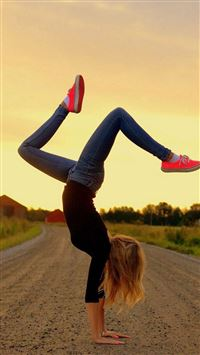 Turn A Somersault Road Young Sports Girl iPhone se wallpaper
