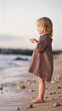 Cute Lovely Little Girl Beach Watching iPhone se wallpaper