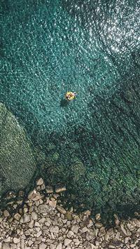 Crystal Lake Water Rock River Bank Landscape iPhone se wallpaper