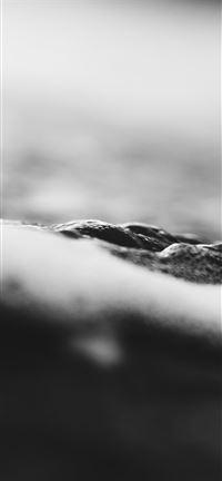 Black-Waters-of-Piha-2 iPhone se wallpaper