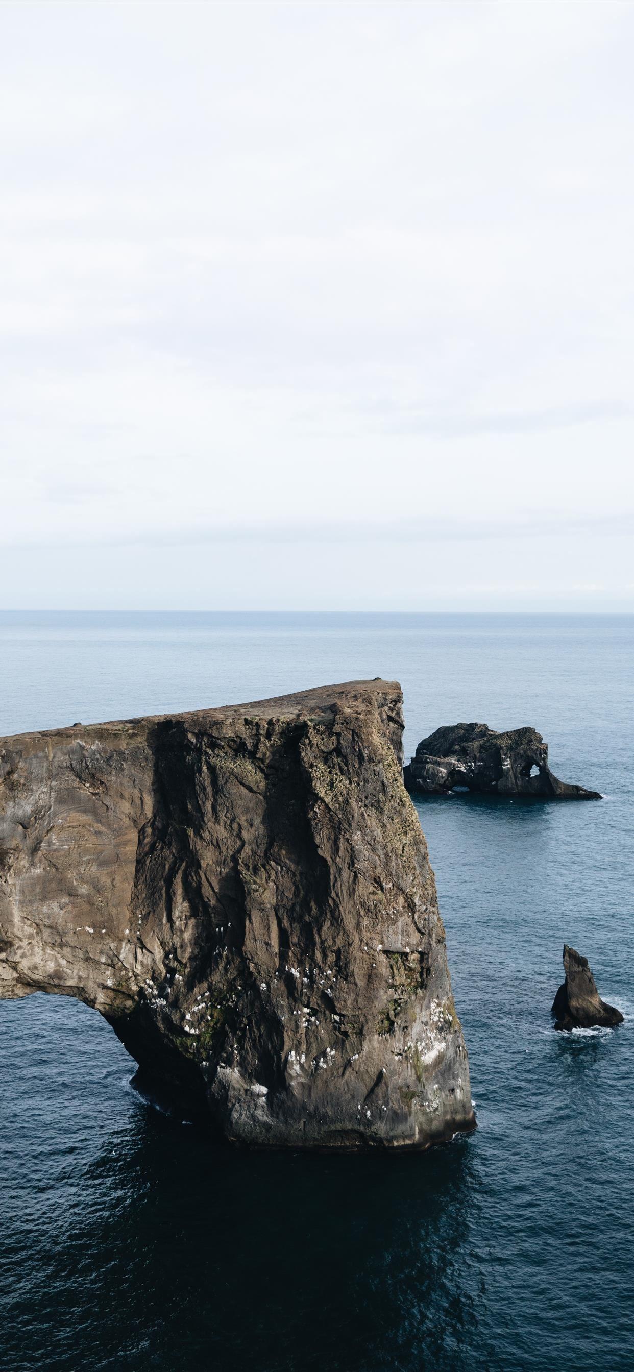 Icelandic overlook near Vik iPhone se wallpaper