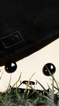 Oki the Cap Holder iPhone se wallpaper