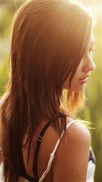 Girl in Morning Sunrise iPhone se wallpaper