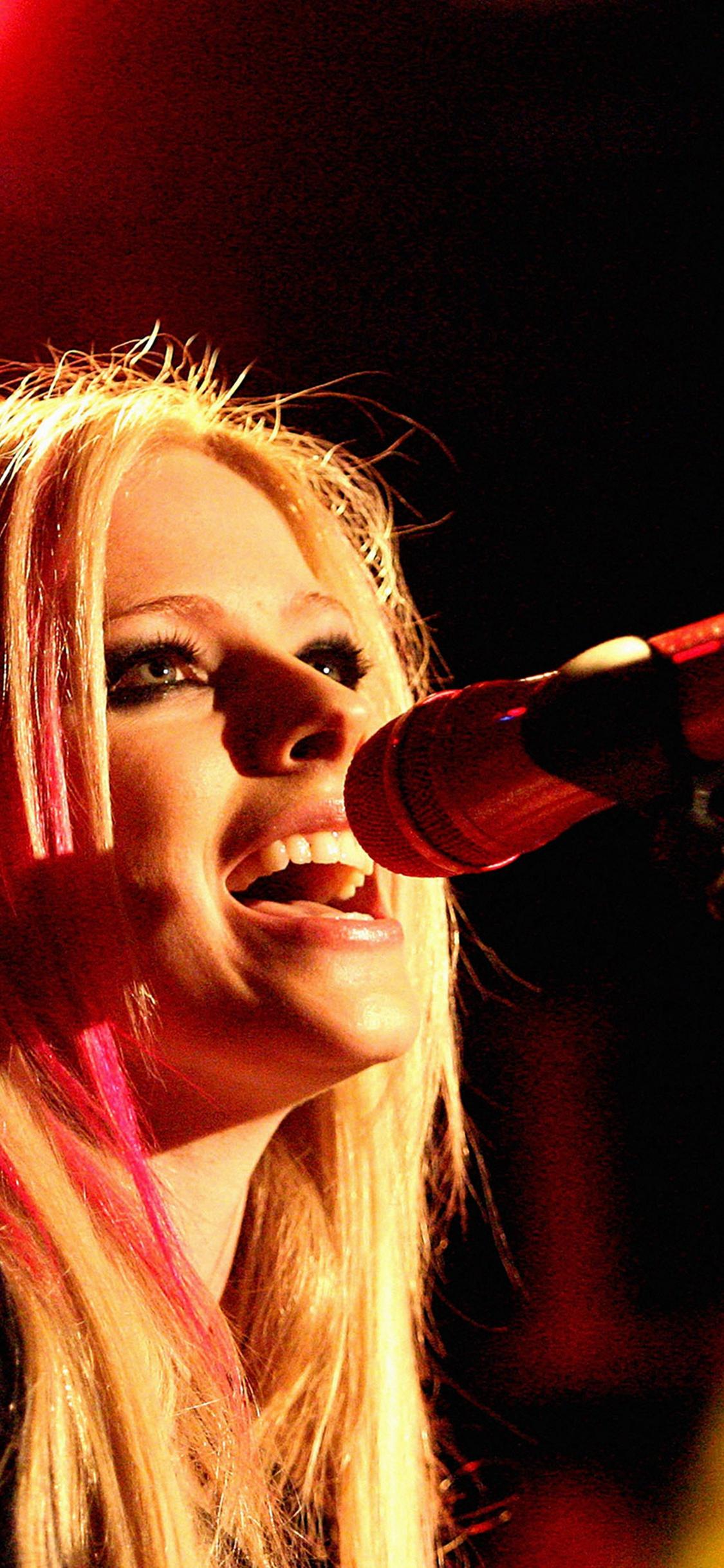 April Lavigne Sing Concert iPhone X wallpaper