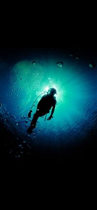 Deep Blue Green Ocean Dive iPhone X wallpaper