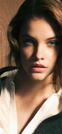 Barbara staring girl model iPhone X wallpaper