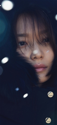 Girl snow celebrity iPhone X wallpaper