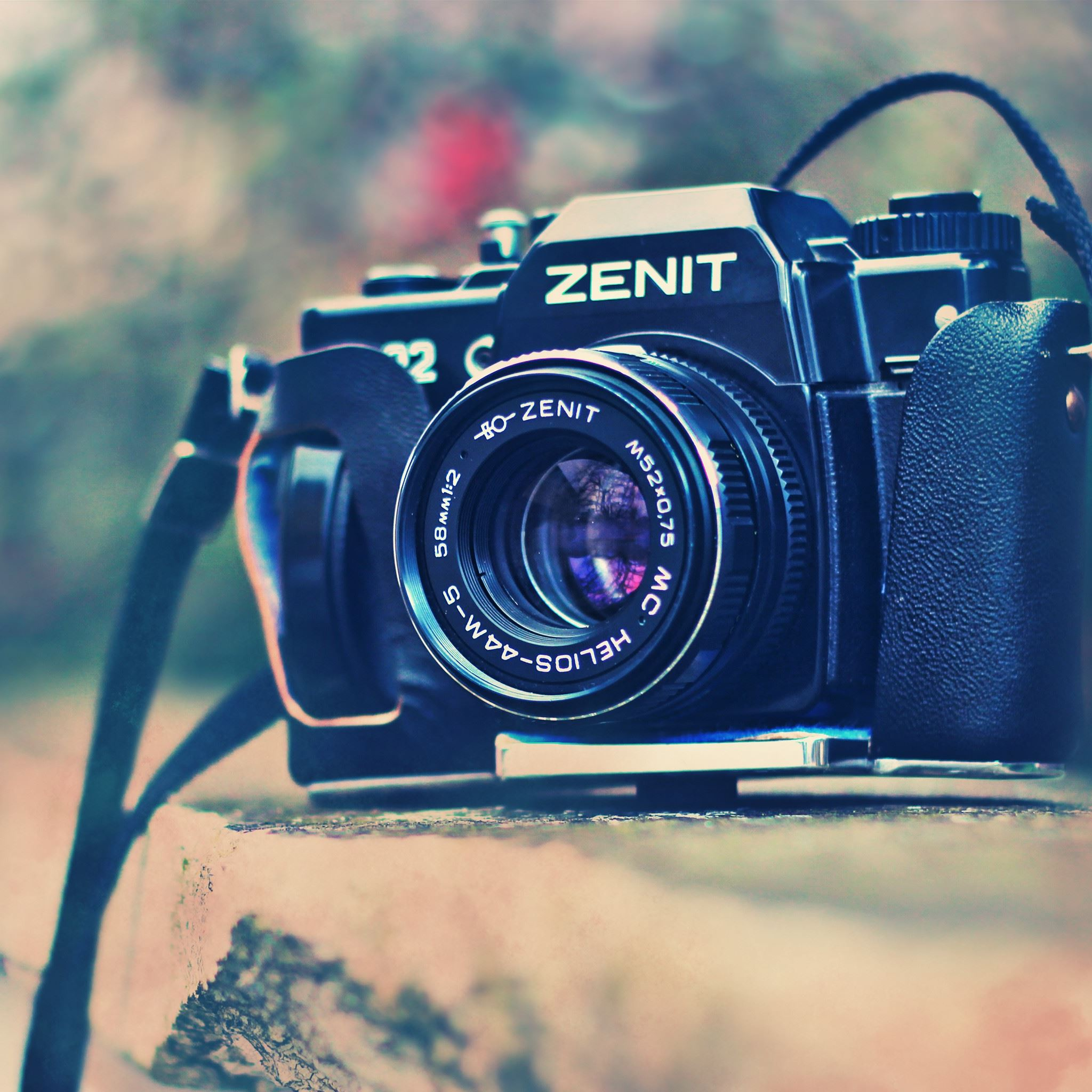 Old Camera Zenit iPad Air wallpaper
