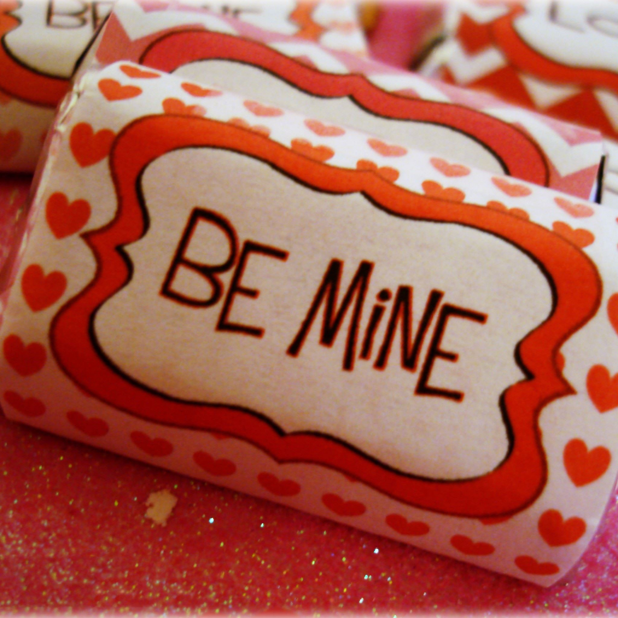 Valentines Day Candy Be Mine iPad Air wallpaper