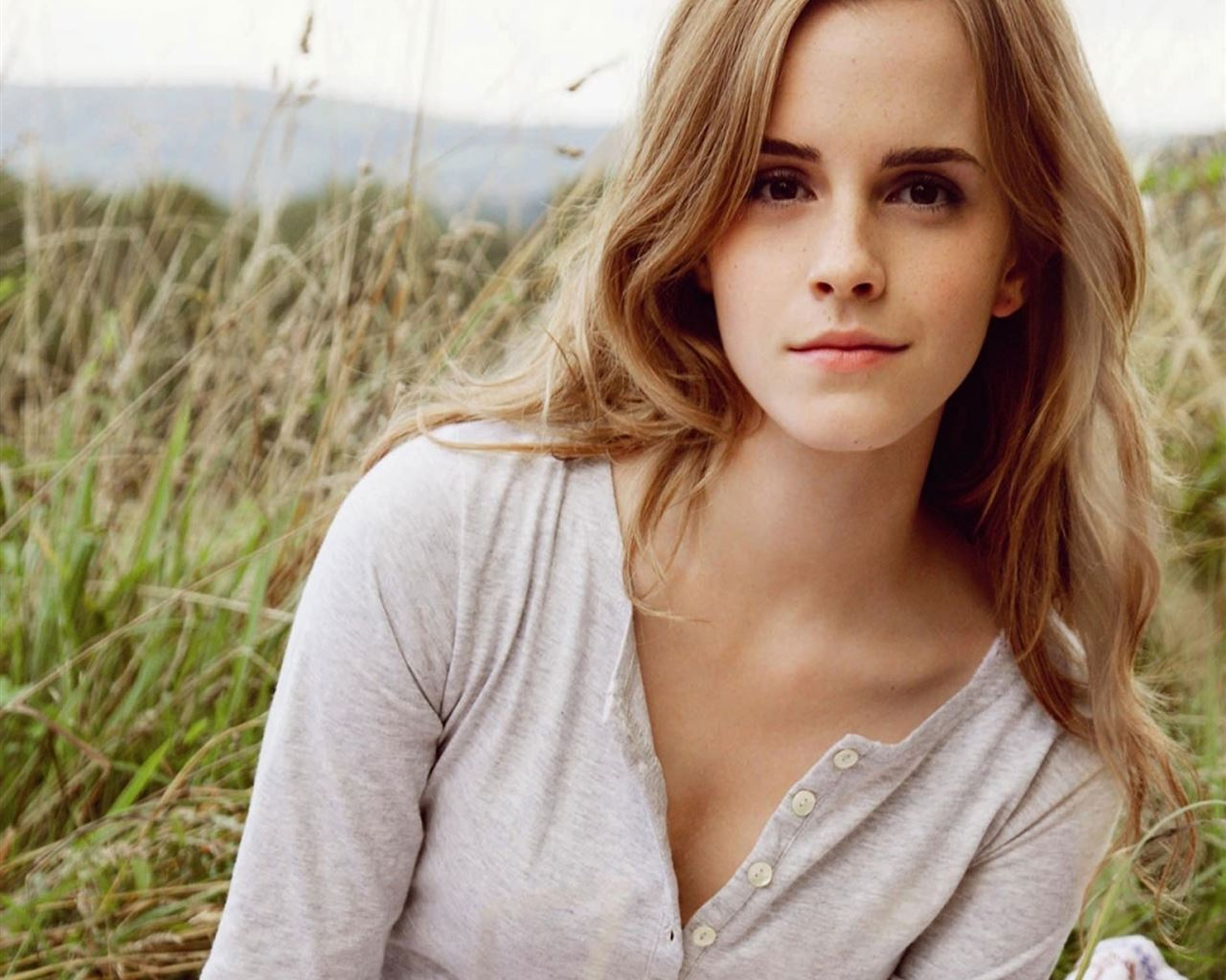 Emma Watson Beauty iPad Air wallpaper