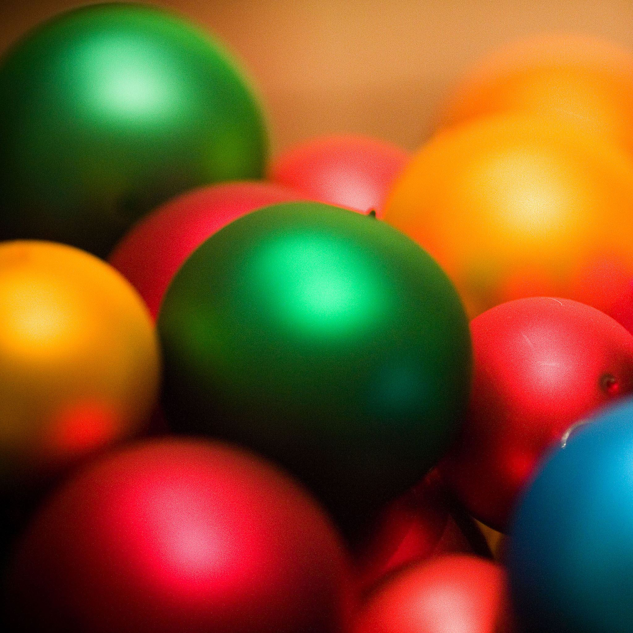 Happy Festival Colored Balls iPad Air wallpaper
