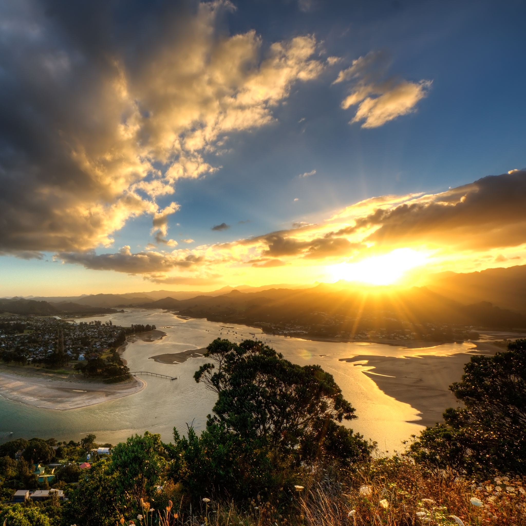 Sunset in Tairua iPad Air wallpaper