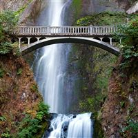 Multnomah Falls iPad Air wallpaper