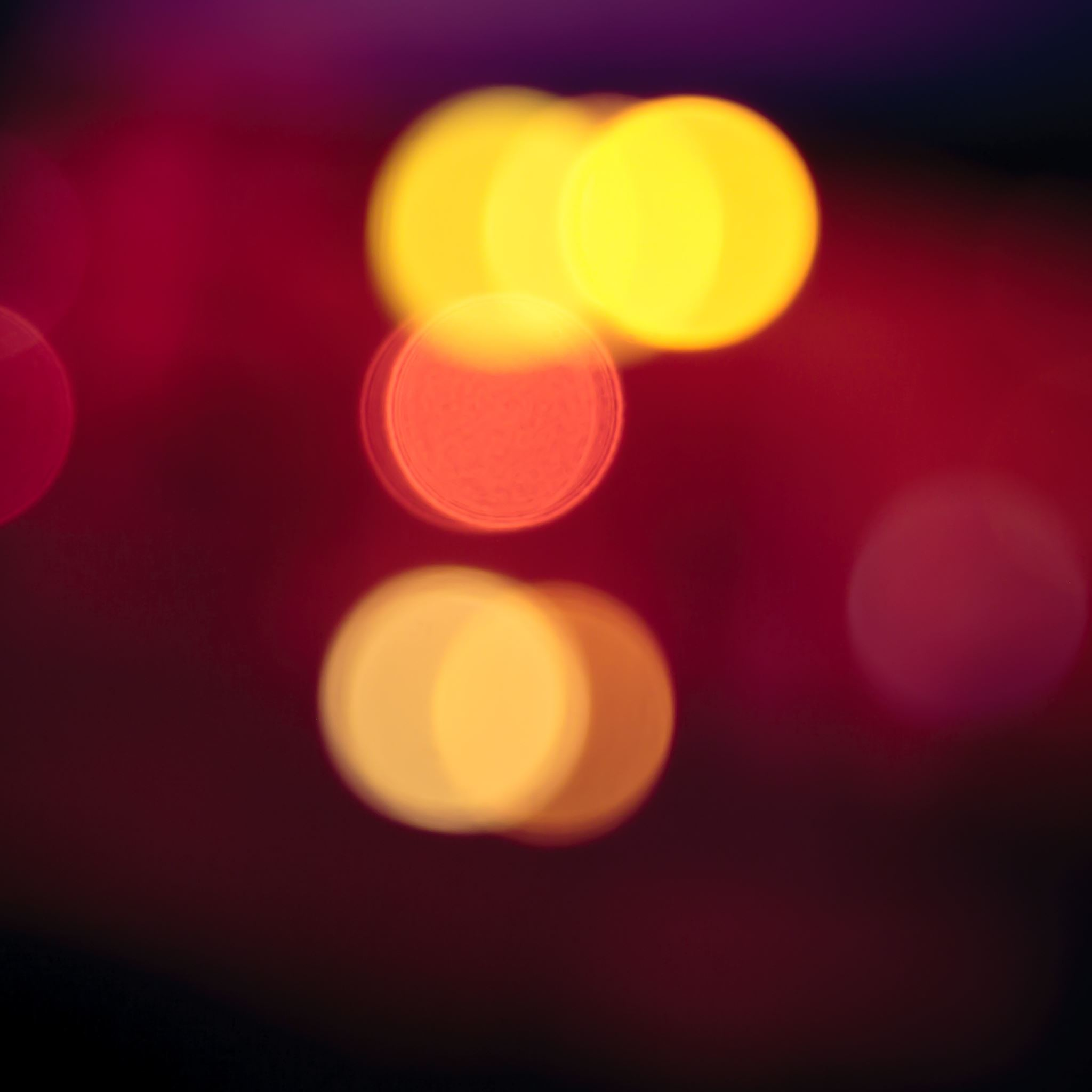 Red Light Blur iPad Air wallpaper