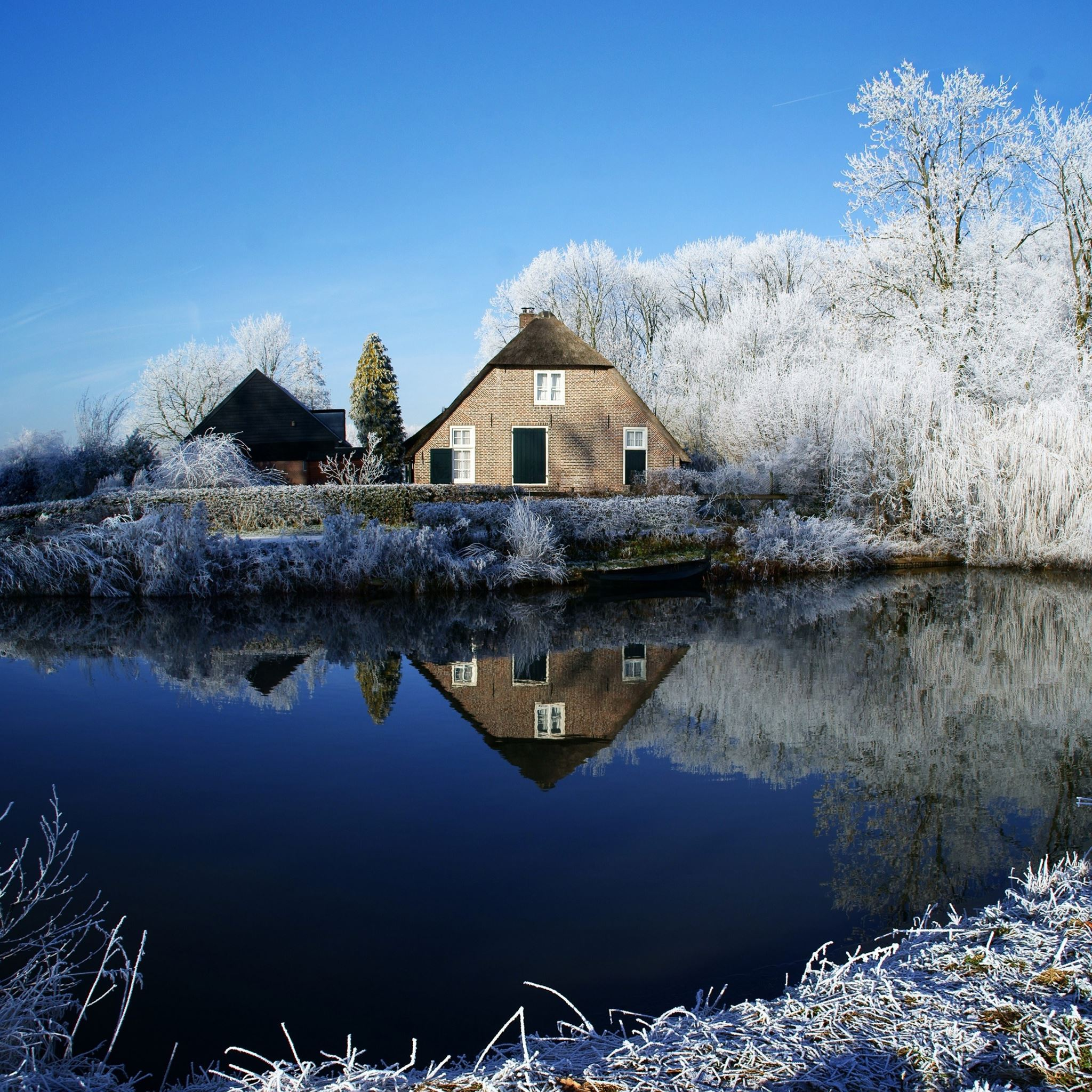 Farmhouse along Kromme Rijn River iPad Air wallpaper